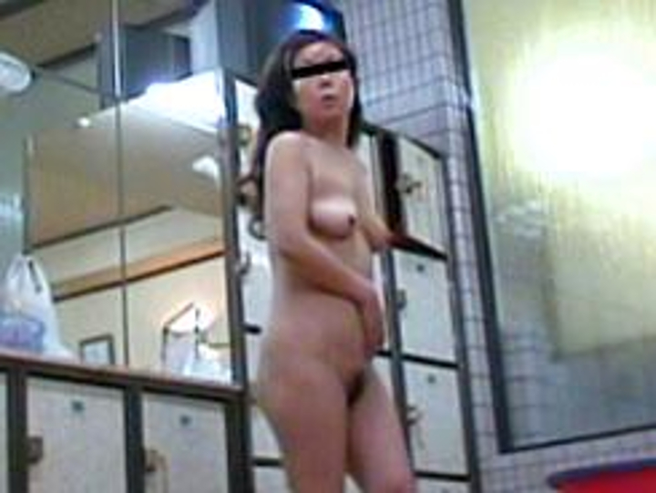 豊満な熟女人妻がたくさんやって来ました!「妖艶人妻の脱衣姿はエロい21」
