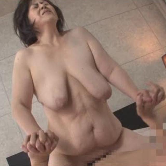 茂木芳江-垂れ乳-爆乳-デカ乳輪-01
