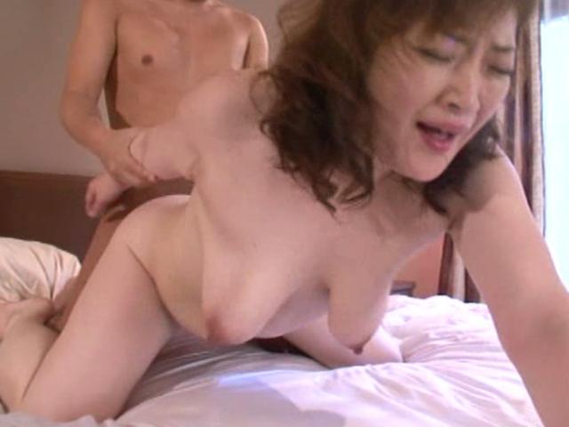 島倉みゆき-江藤桂子-豊満-垂れ乳-爆乳-02