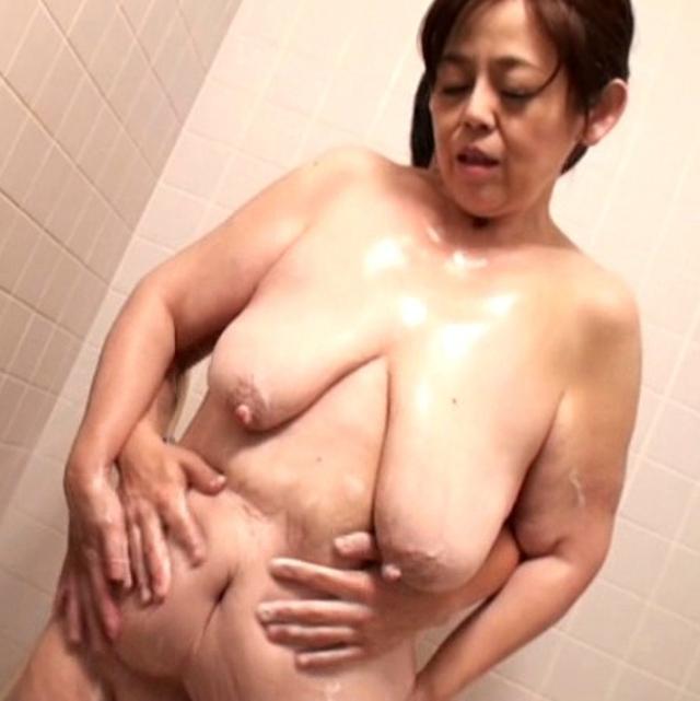 茂木芳江-垂れ乳-爆乳-デカ乳輪-03