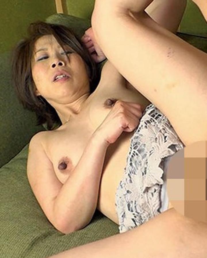 鈴波朋子-垂れ乳-長乳首-美熟女